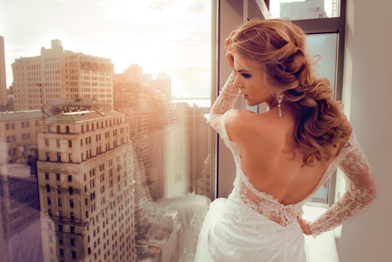 esküvői frizura, esküvői frizura hosszú hajból, menyasszonyi frizura, menyasszonyi frizura félhosszú hajból