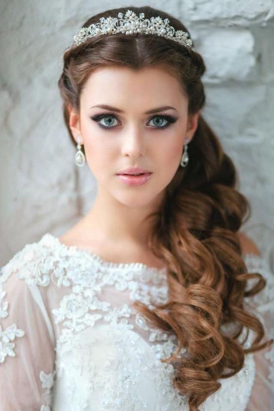 esküvői hajdísz, tiara, esküvői frizura, konty, alkalmi frizura