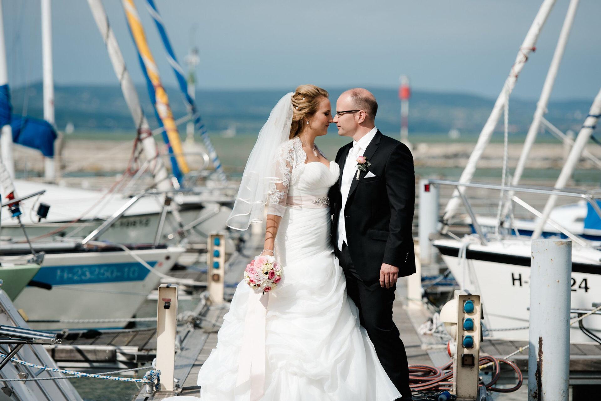 real wedding, romantikus, elegáns, vintage esküvő, balatoni esküvő