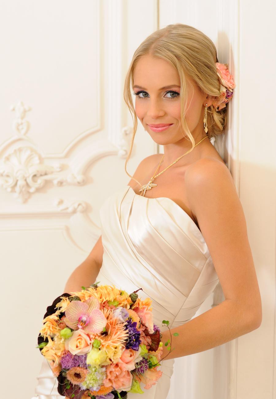 Iszak Eszter, menyasszonyi ruha, menyasszonyi ékszer, menyasszonyi smink, alkalmi smink, esküvői smink, menyasszonyi frizura, alkalmi frizura