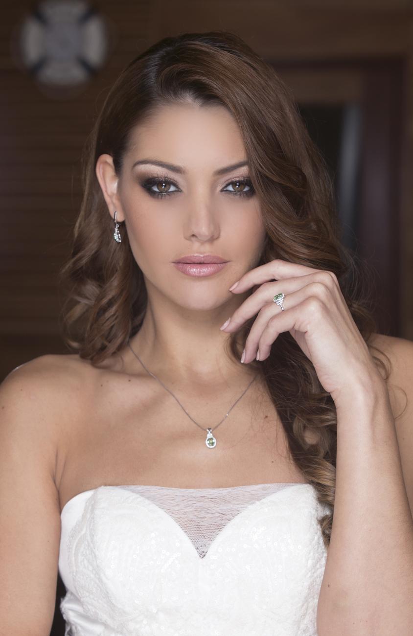 Kulcsár Edina, menyasszonyi ruha, menyasszonyi ékszer, menyasszonyi smink, alkalmi smink, esküvői smink, menyasszonyi frizura, alkalmi frizura