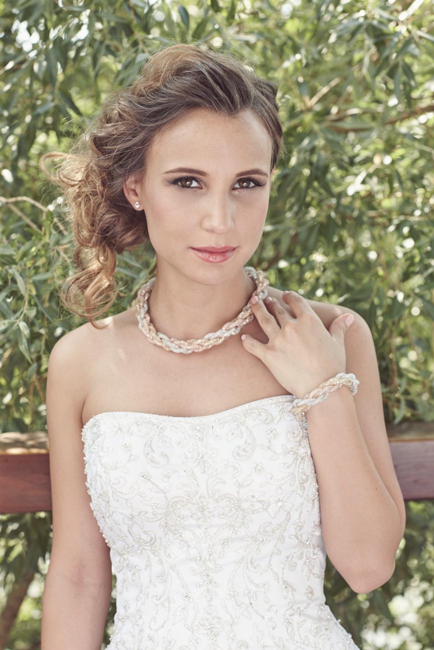 Pataki Szilvia, menyasszonyi ruha, menyasszonyi ékszer, menyasszonyi smink, alkalmi smink, esküvői smink, menyasszonyi frizura, alkalmi frizura