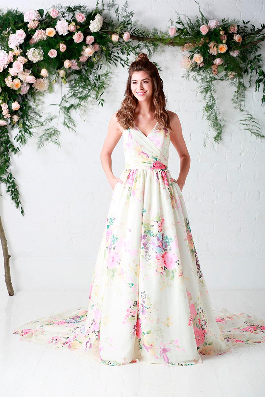 8fbe8a0b37 Vidám tavaszias esküvői trend jelentés: virágba borultak a legszebb ...