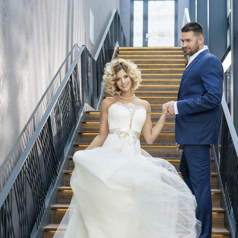 Tápai Szabina, Kucsera Gábor esküvő, menyasszonyi ruha, vőlegény öltöny