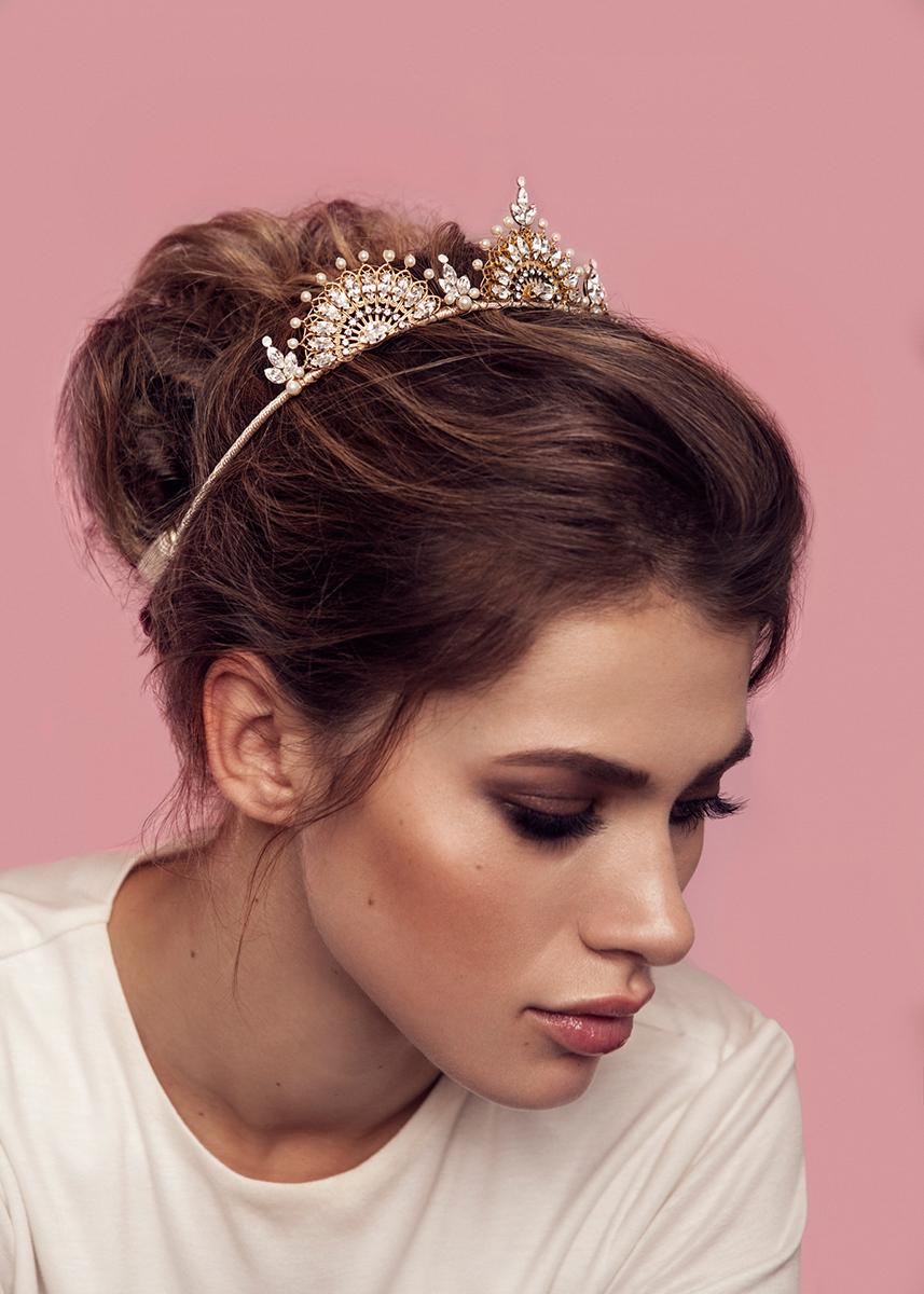 a643c49143 menyasszonyi fejdísz, hajdísz, alkalmi hajdísz, alkalmi frizura, fonat,  konty, lokni