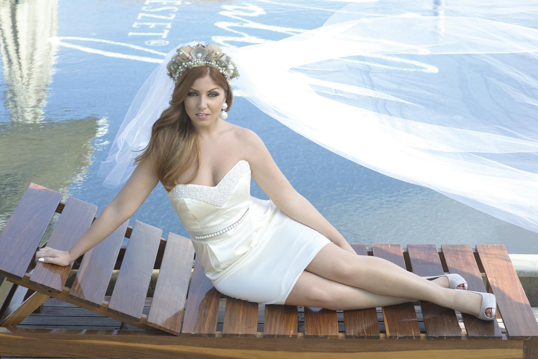 Tolvai Reni esküvő, menyasszonyi ruha, alkalmi ékszer