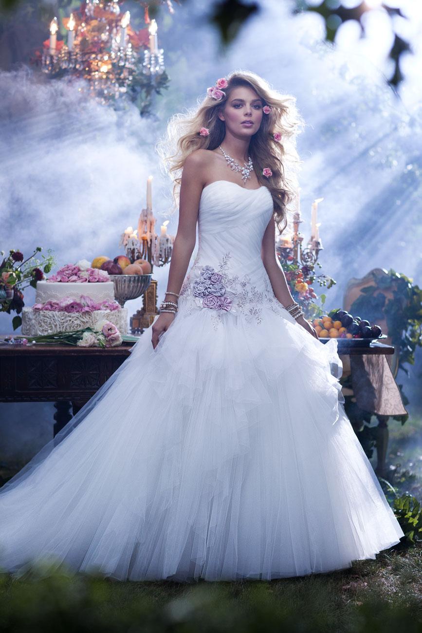 Diseny esküvő, esküvői dekoráció, menyasszonyi ruha, Csipkerózsika, Belle, Jasmine, Aranyhaj, Hófehérke, Aurora, Hamupipőke, Ariel
