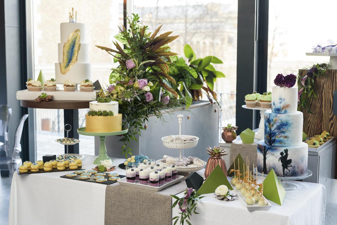 Urban echo chic, greenery moder esküvői dekor, zöld, geometrikus, tortapult, desszert, menyasszonyi torta, gemoetric