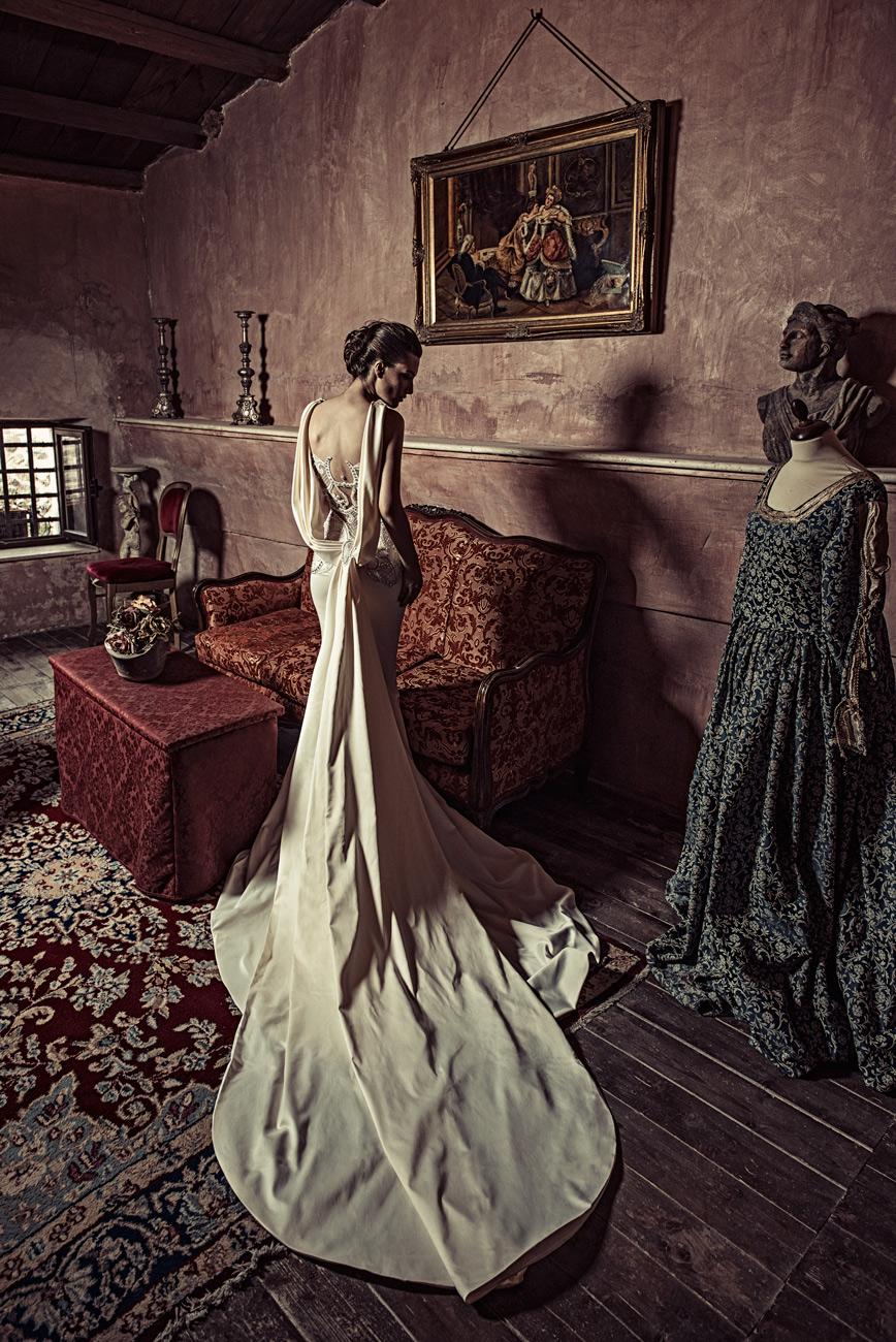menyasszonyi ruha, Dráma és pompa – Julia Kontogruni menyasszonyi ruha kollekciója megérkezett, és lenyűgözőbb, mint vártuk