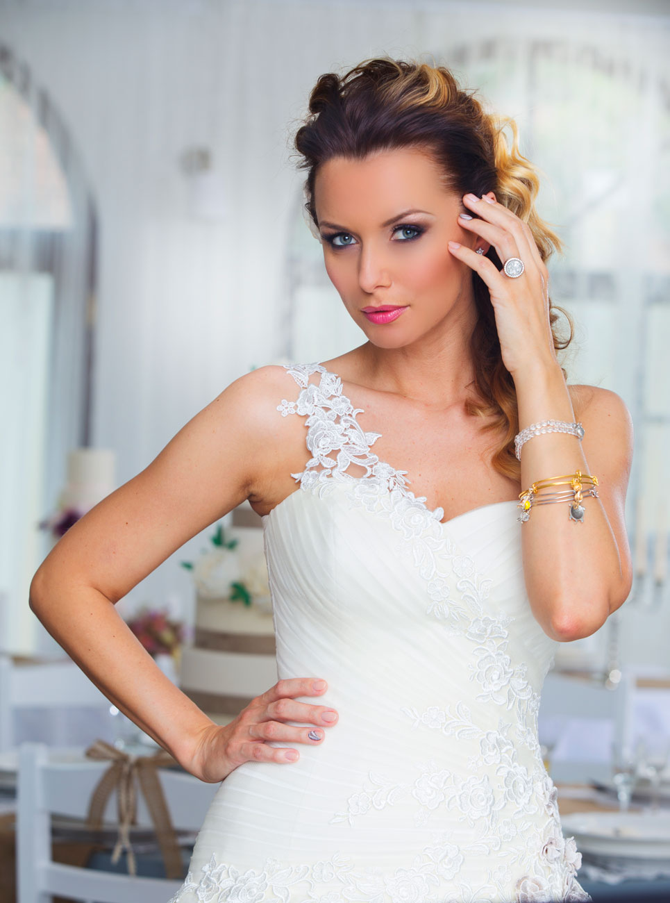 esküvői smink, Esküvői sminkes profi eszközökkel: Kustos Orsolya Amanda szerint a smink nem csak kívülről szépít, hanem belülről is megerősít!