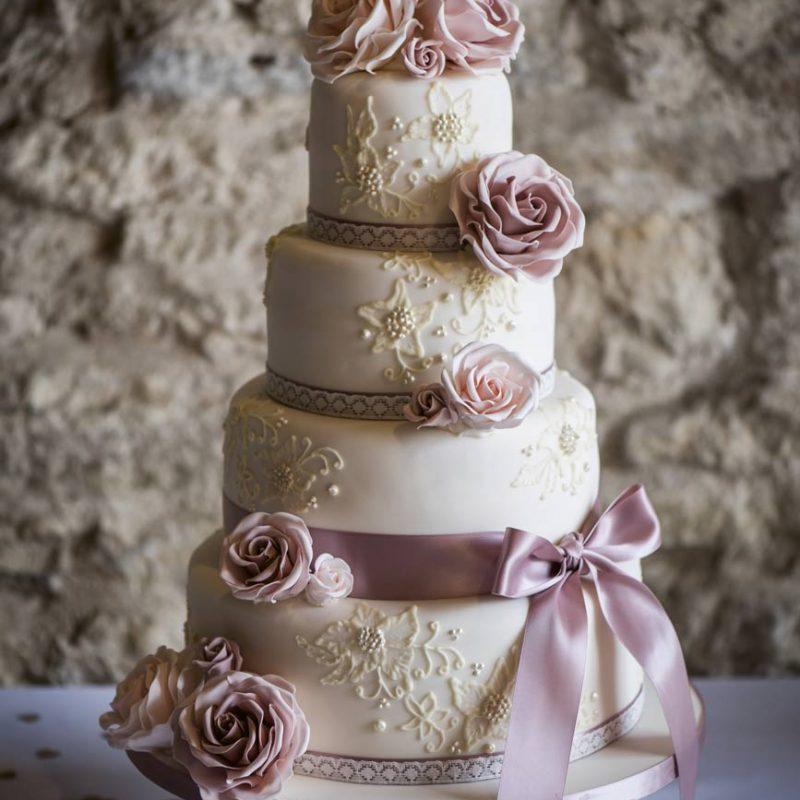 esküvői torta, desszert, menyasszonyi torta, desszertpult, köszönőajándék, recept