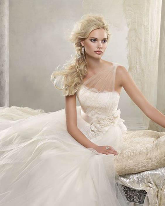 menyasszonyi frizura, menyasszonyi ruha