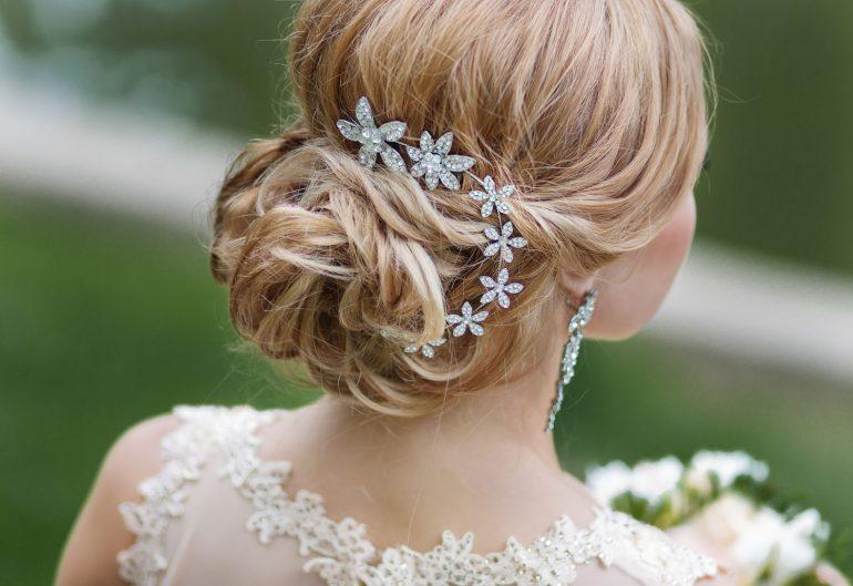 4ce4c20482 Esküvői frizura a menyasszonyi ruhádhoz szabva | Esküvő Classic