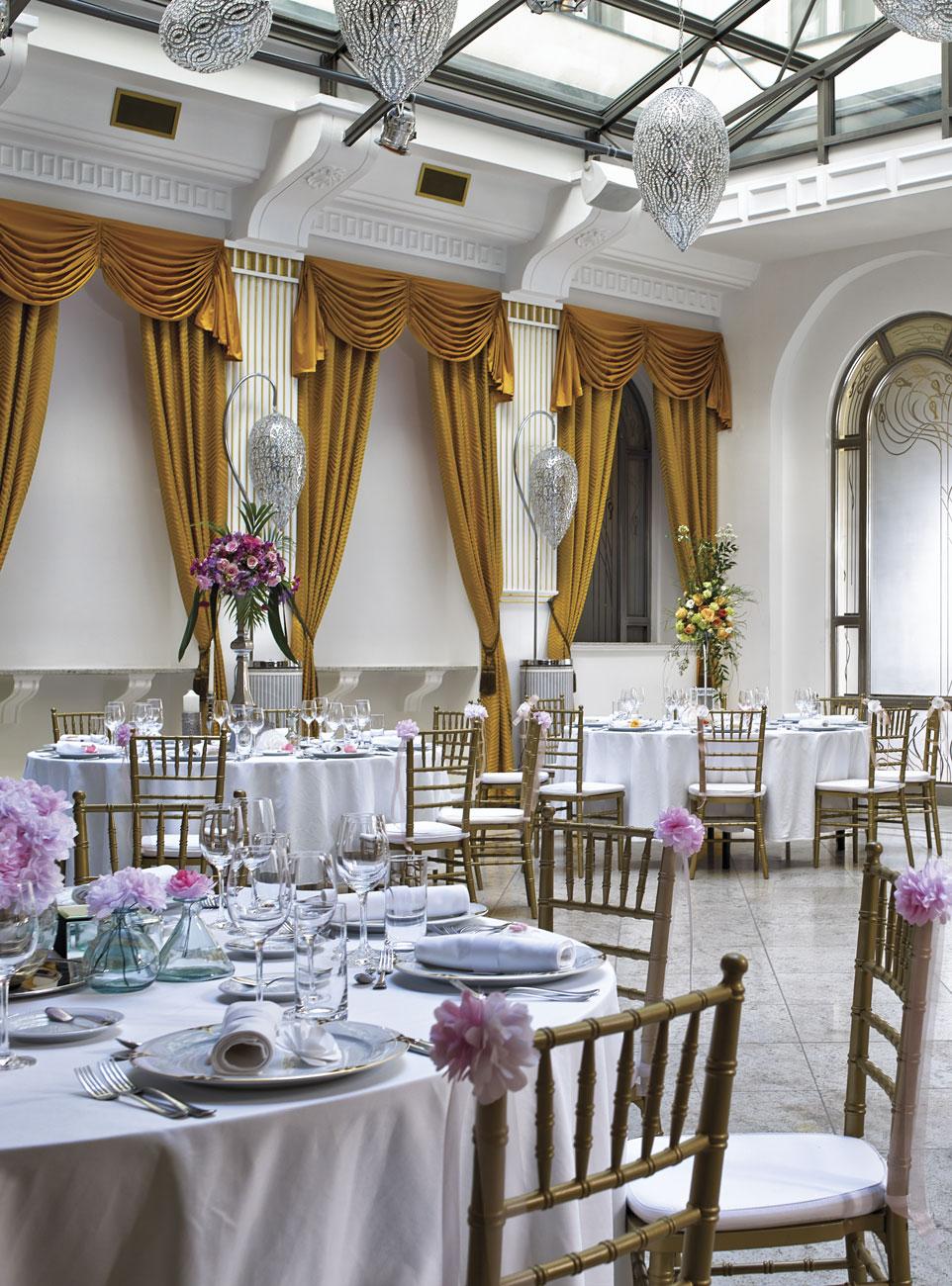 Romantikus stílusú esküvői dekoráció   Esküvő Classic