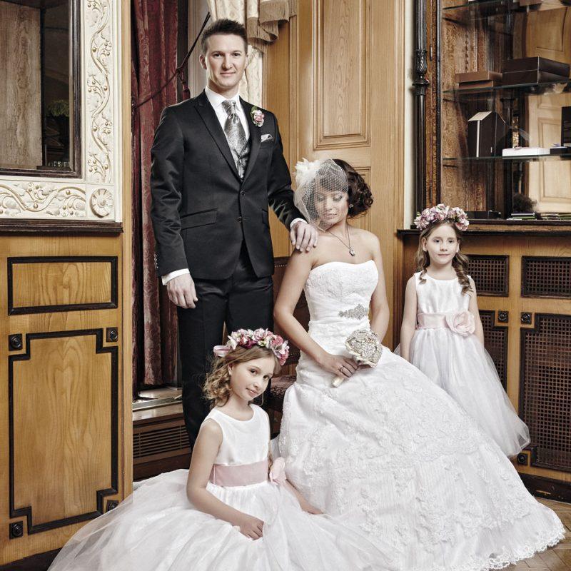 menyasszonyi ruha, menyasszonyi ékszer, alkalmi ékszer, alkalmi frizura, menyasszonyi smink, koszorúslány, vőlegény, öltöny