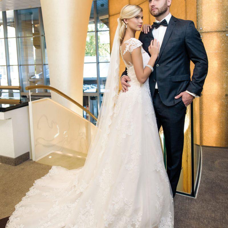 Weisz Fanni és Hajmásy Péter esküvője, menyasszonyi ruha, vőlegény öltöny