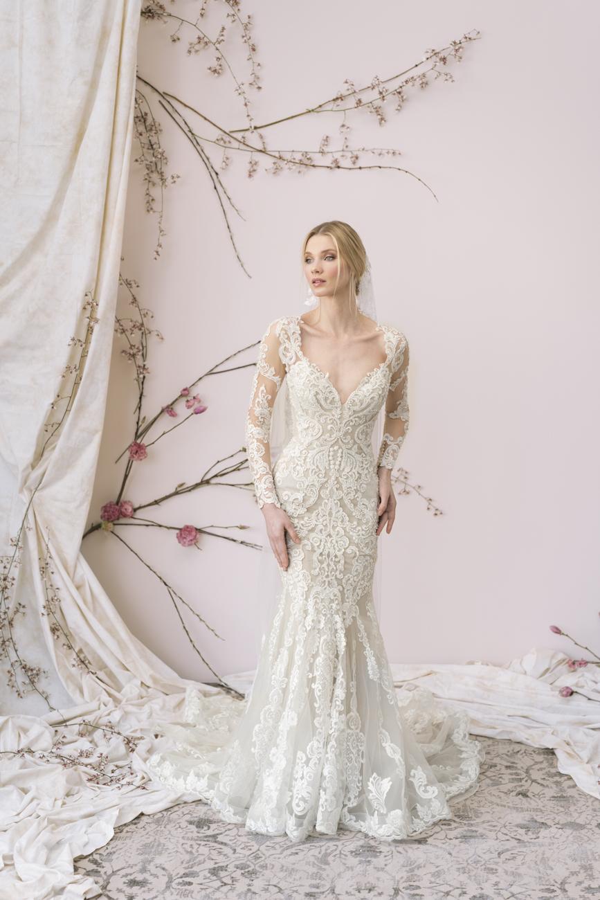 A tervező munkáját már az első pillanattól kezdve inspirálják és formálják  az aktuális trendek és a valódi menyasszonyok igényei. A kivételes minőségű  és ... efbd638c2a