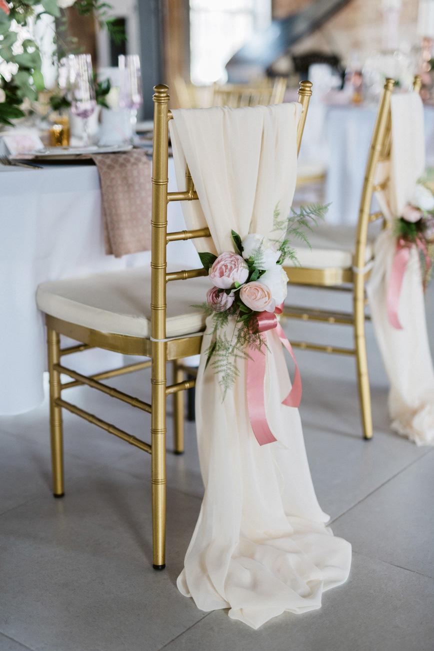 esküvői szék, Három különleges székdekoráció, ami a 2019-es esküvői szezonban sem megy ki a divatból