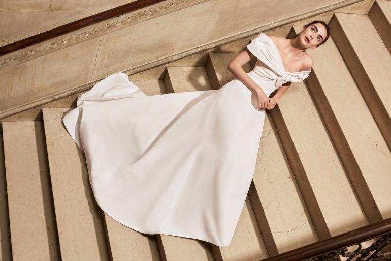 9657a62893 Pure minimalism – Carolina Herrera 2019-es menyasszonyi ruha ...