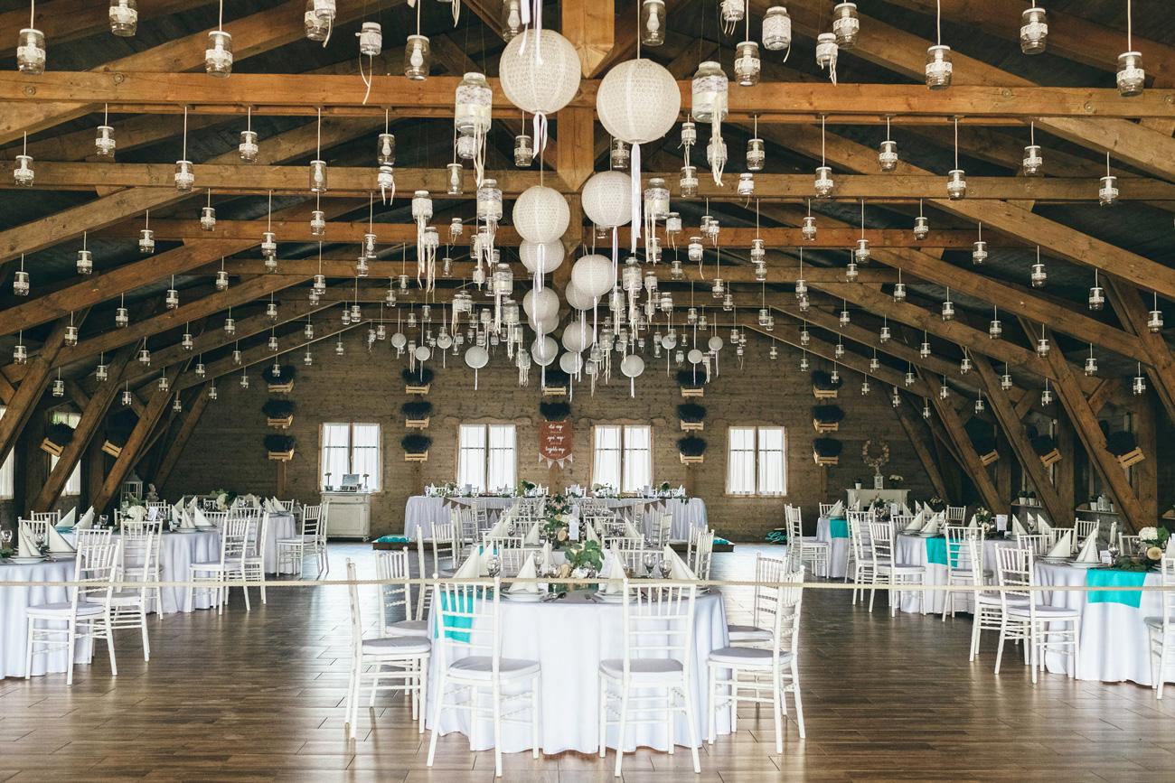 , Újabb esküvő az EC háza táján – Nézd meg kolléganőnk romantikus esküvőjét, melyet a vintage stílus és a kék szín ihletett