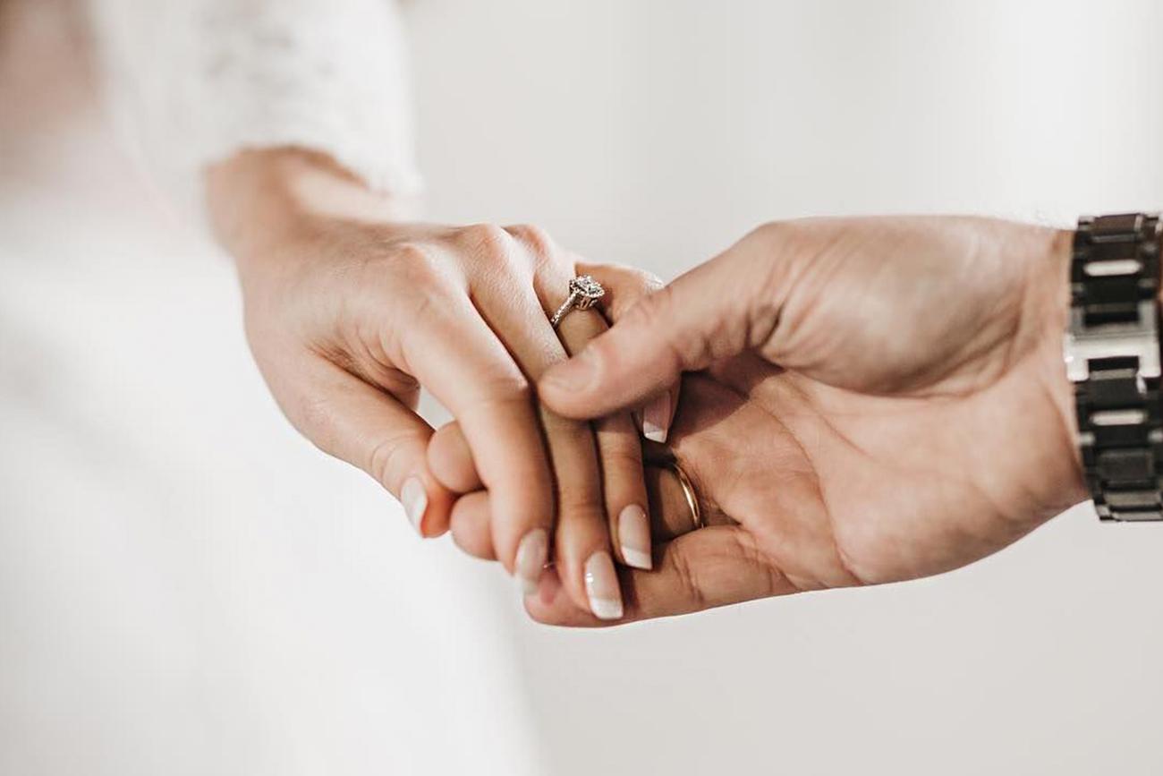 esküvői manikűr, menyasszonyi köröm