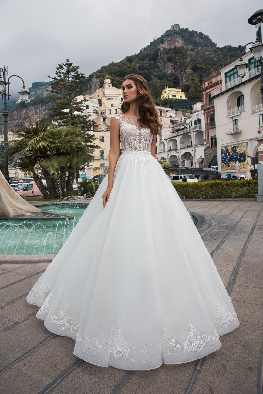dc968d238e La-Petra-eskuvo-classic-menyasszonyi-ruha-divat-2019-kollekcio-12 ...