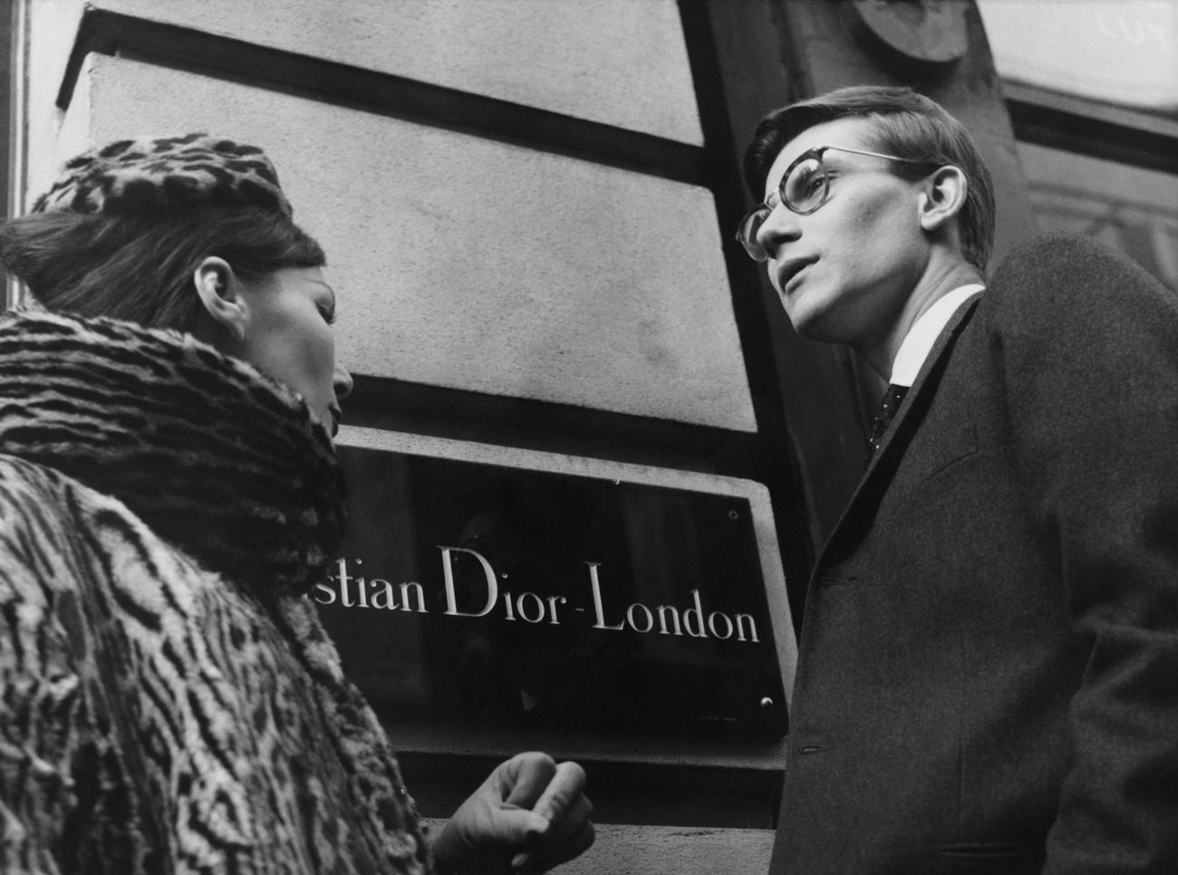1517f2f616 Az Álmok tervezője – Exkluzív képek a londoni Dior Kiállításról ...