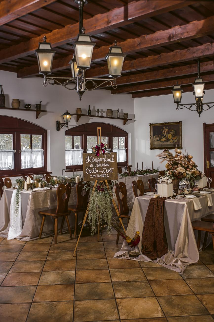 esküvői dekoráció az asztalra