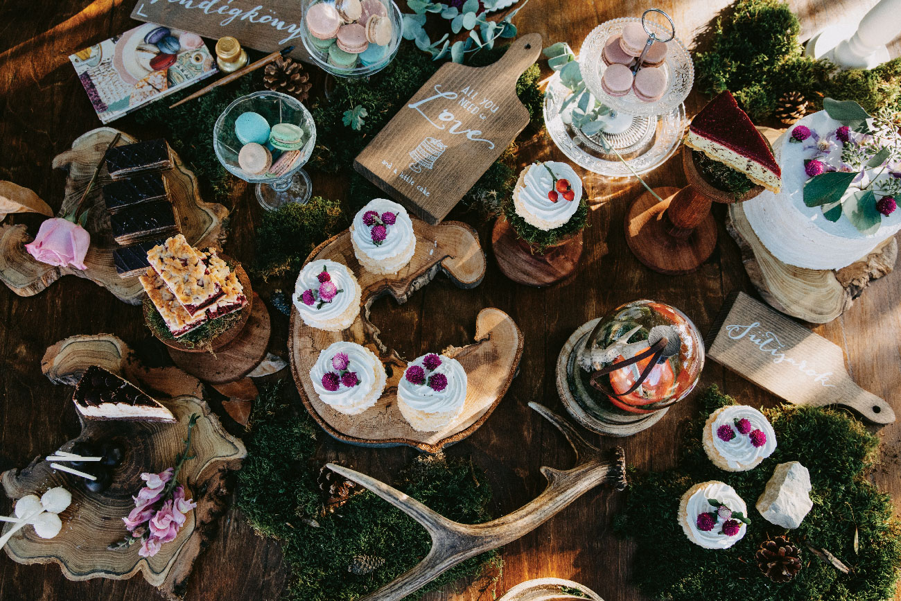 Róka Adrienne & Kabát Peti esküvő, rusztikus esküvői dekoráció
