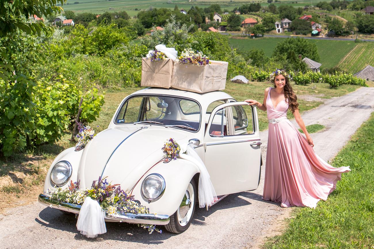 esküvői virágdekoráció, esküvői autó