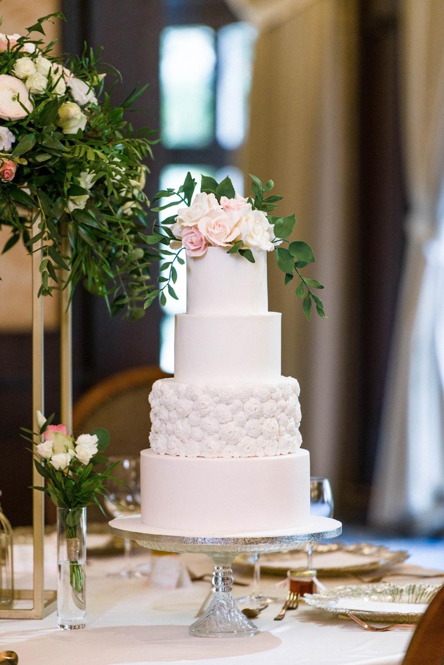 esküvői torta, menyasszonyi torta, alkalmi torta, marcipánvirág, cukorvirág, desszerpult