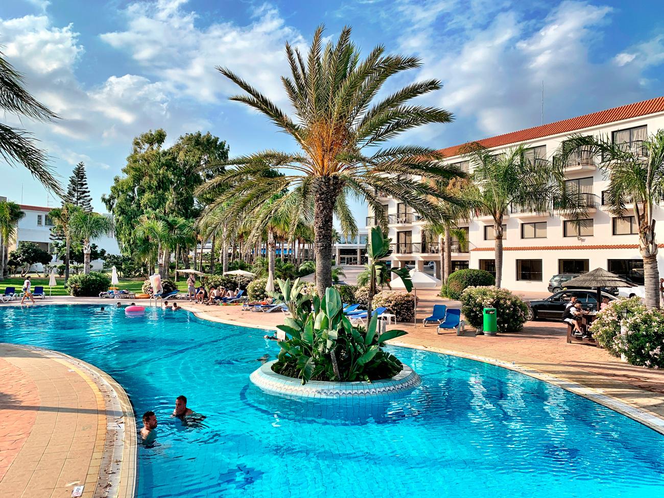 , Szingli csajok és magányos pasi barátok: itt a segítség! Ősszel életetek legnagyobb bulija vár Cipruson!