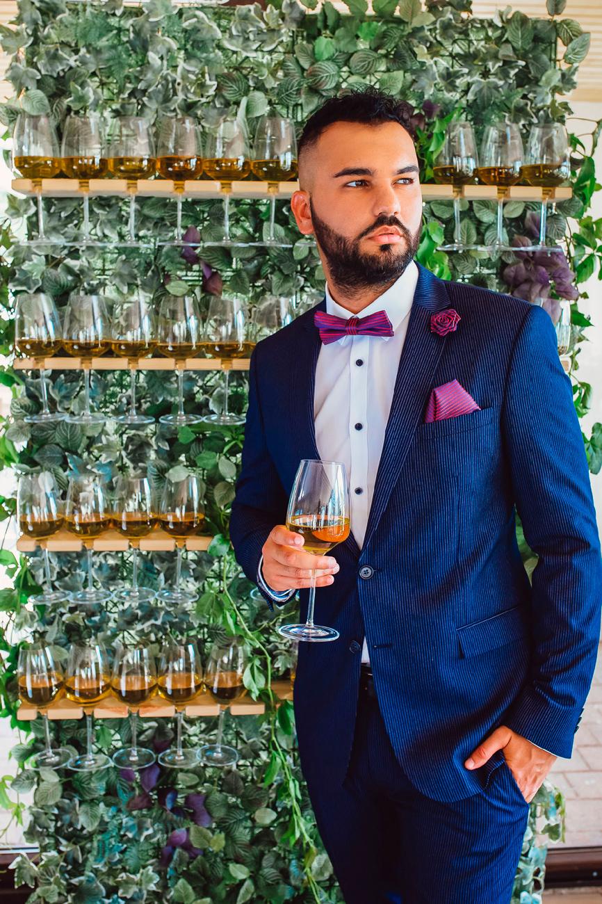 pezsgőfal, welcome drink, pezsgő fal bérlés esküvőre, ital kínáló