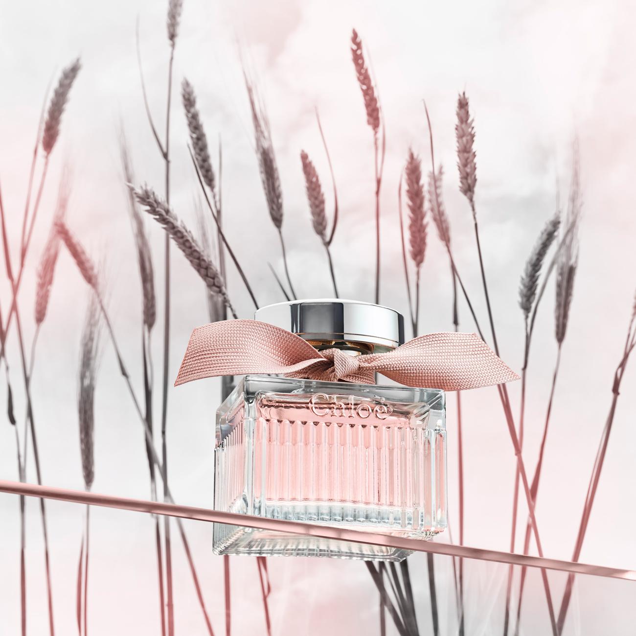 parfüm, Légiesen könnyed, nőies menyasszony szeretnél lenni? Az illatot mi adjuk hozzá: legyen a tiéd a 10 éves Chloé Signature L'Eau EdT legújabb változata!
