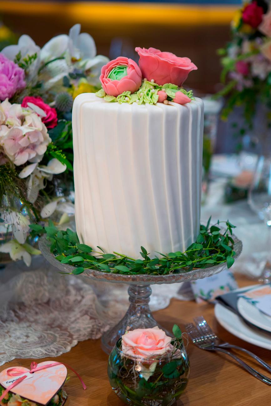 esküvői torta, desszertpult, menyasszonyi torta, pohárdesszert, muffin, tarte, popcake, cakepop, cukrász