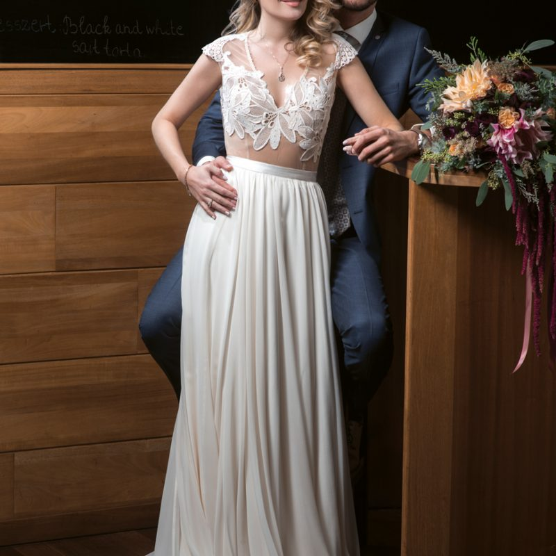 Kovács Dóri & Tokár Tomi esküvő, Chloe From The Woods esküvői videó, esküvői fotó, menyasszonyi ruha, interjú, öltöny