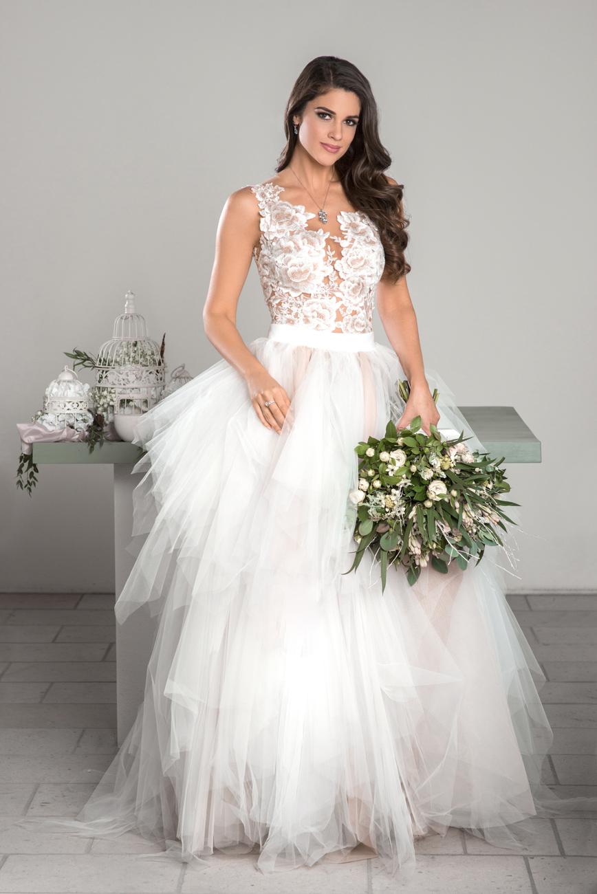 menyasszonyi ruhatervező
