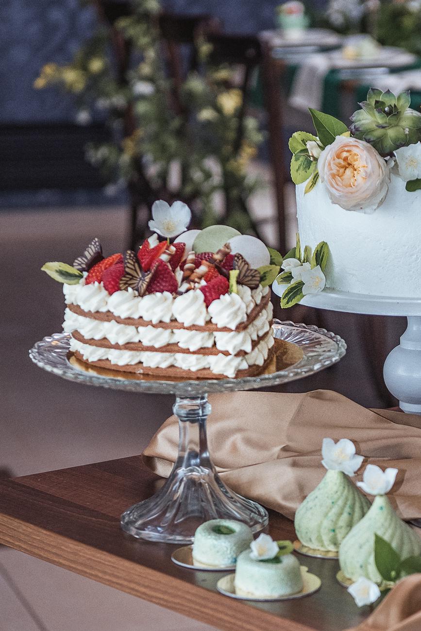 esküvői torta, desszertpult, menyasszonyi torta, tortapult