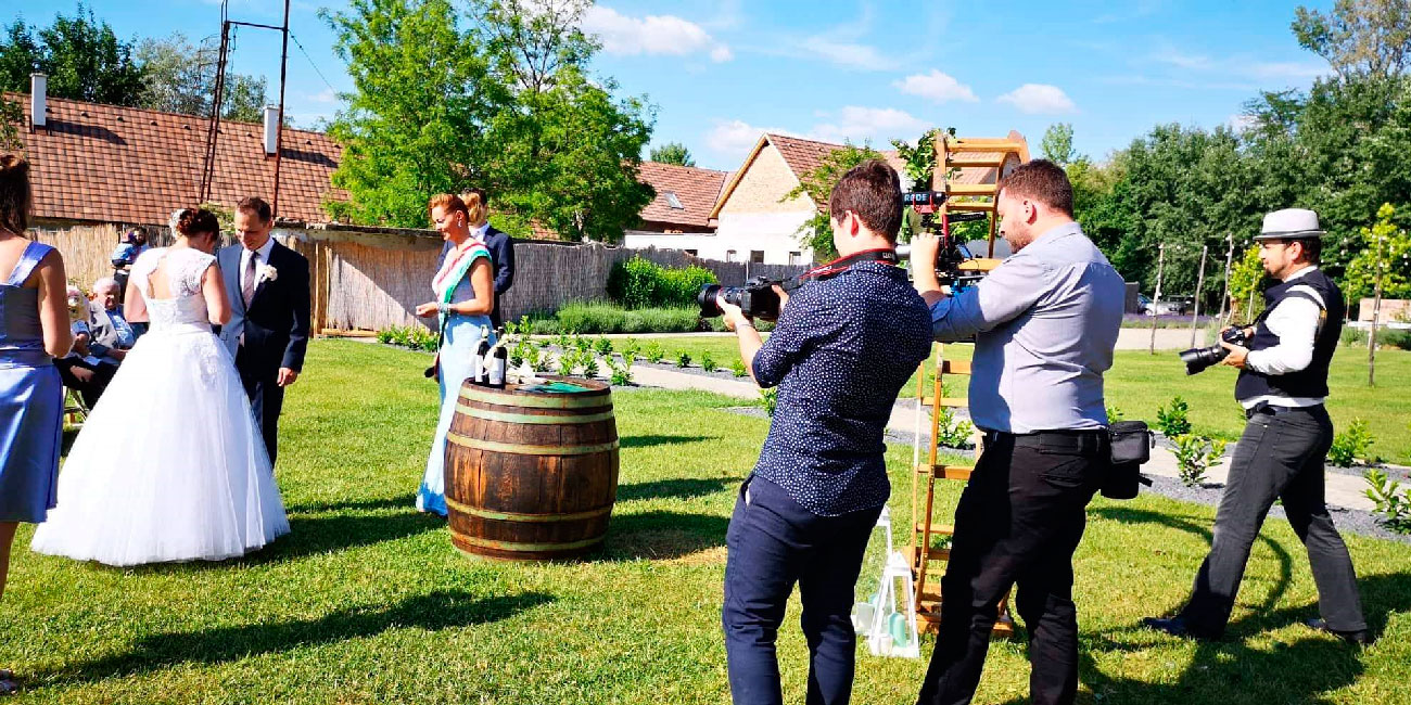esküvői videós, esküvői film, esküvői filmes, cinematográfus, drón videós, esküvői drón videó, eskuvoi-videos.hu