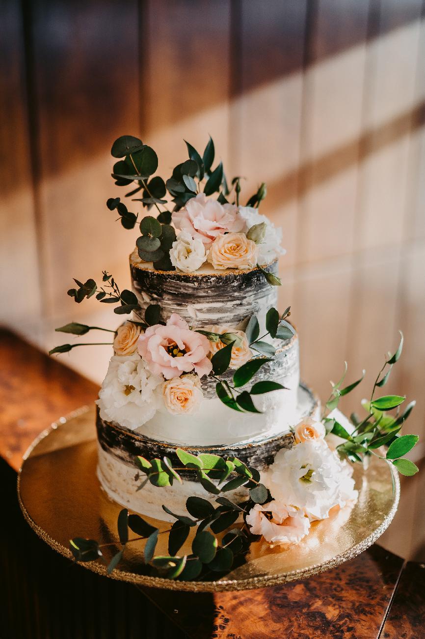 esküvői torta, esküvői torta ár, desszertpult, torta pult, élővirágos torta, élővirágos esküvői torta