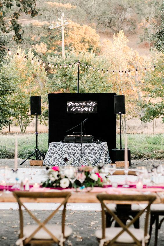esküvői zene, Esküvői zene kisokos 2. rész – Zene vagy esküvői DJ? Ez szóljon a lakodalomban!