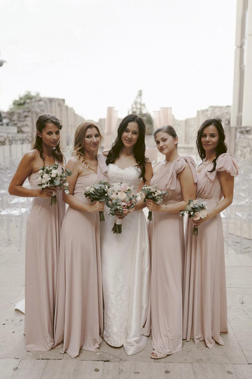 menyasszonyi ruhatervező, 5 magyar menyasszonyi ruhatervező + 1 koszorúslány ruhatervező, akinek a munkáitól még a mi lélegzetünk is eláll