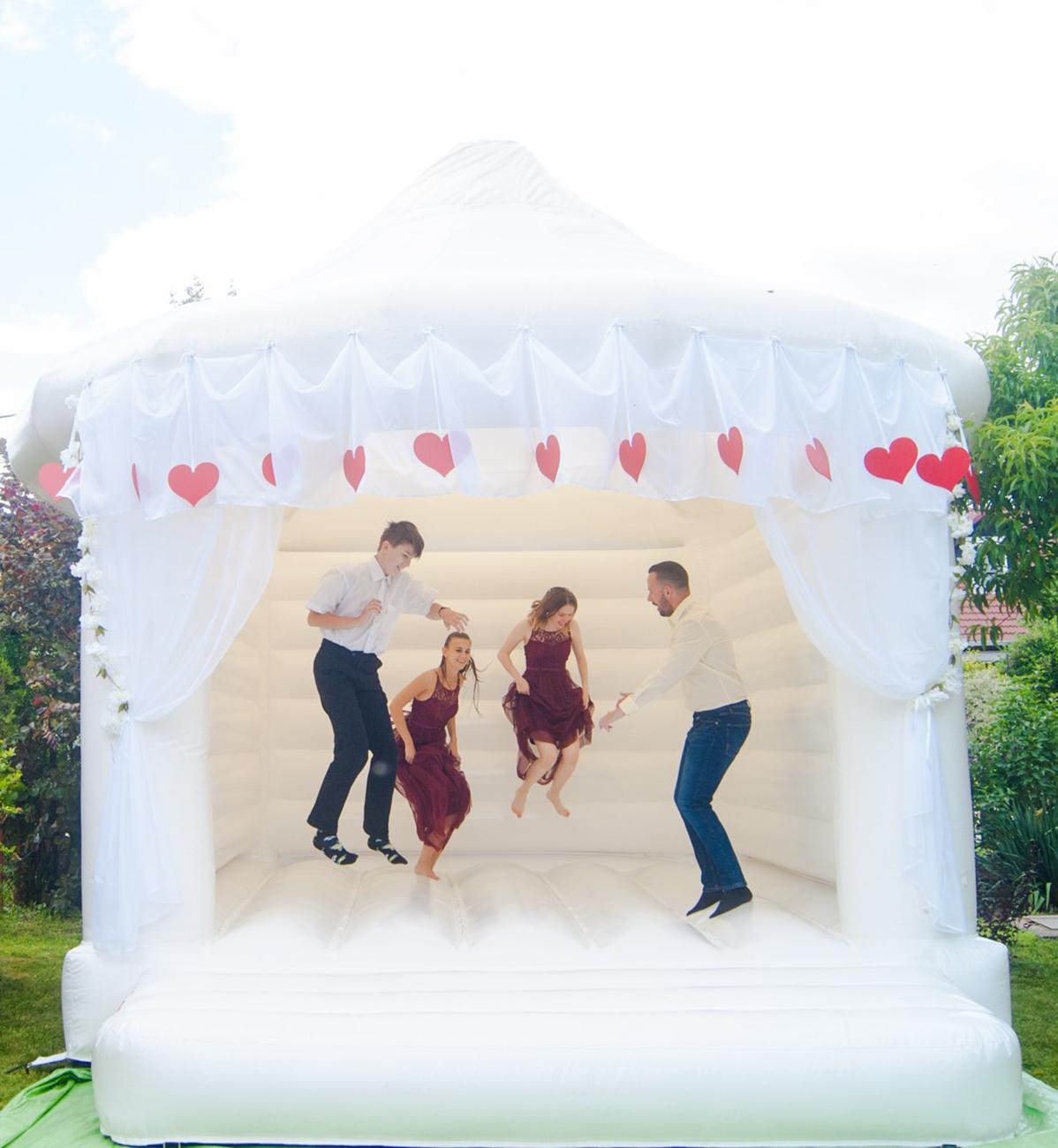 ugrálóvár, Bérelj ugrálóvárat az esküvődre – A vendégek szórakoztatásának mesterfoka az Ugorj a Fellegekbe! csapatánál kezdődik!
