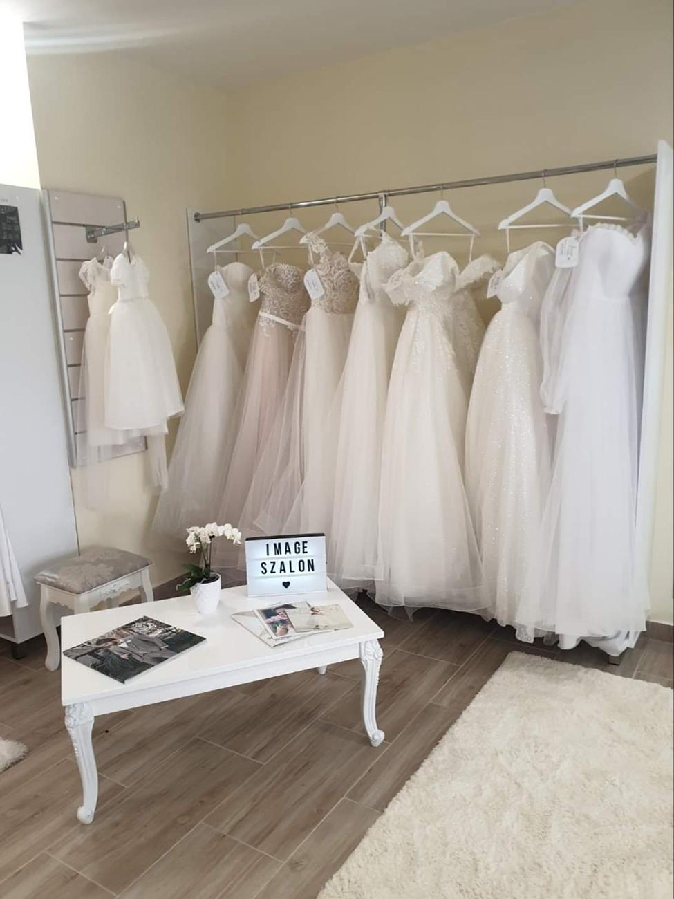 menyasszonyi ruha és vőlegény öltöny, Menyasszonyi ruha és vőlegény öltöny egy helyen – Az Image Esküvői Ruhaszalonban közösen készülődhetnek a házasulandó párok