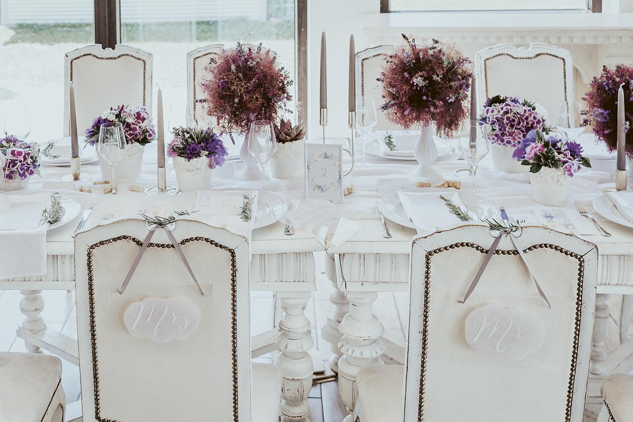 kék esküvői dekoráció, Kék esküvői dekoráció és egy kis vintage hangulat – Pál Bianka és Herceg vízparti esküvője téged is megihlet