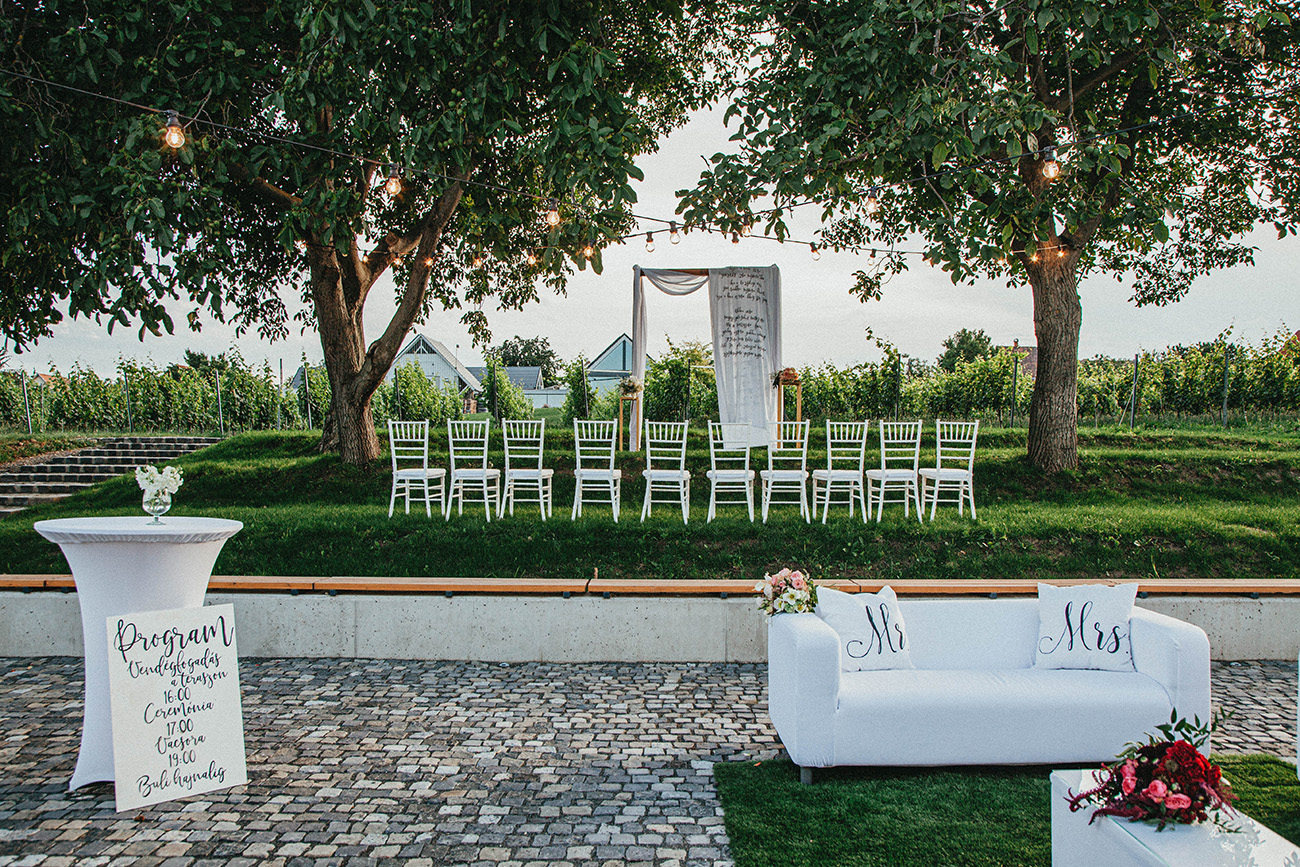 természetközeli esküvő, Esküvői helyszín Budapest vonzáskörzetében: mesés természetközeli esküvő az Etyeki Kúriában