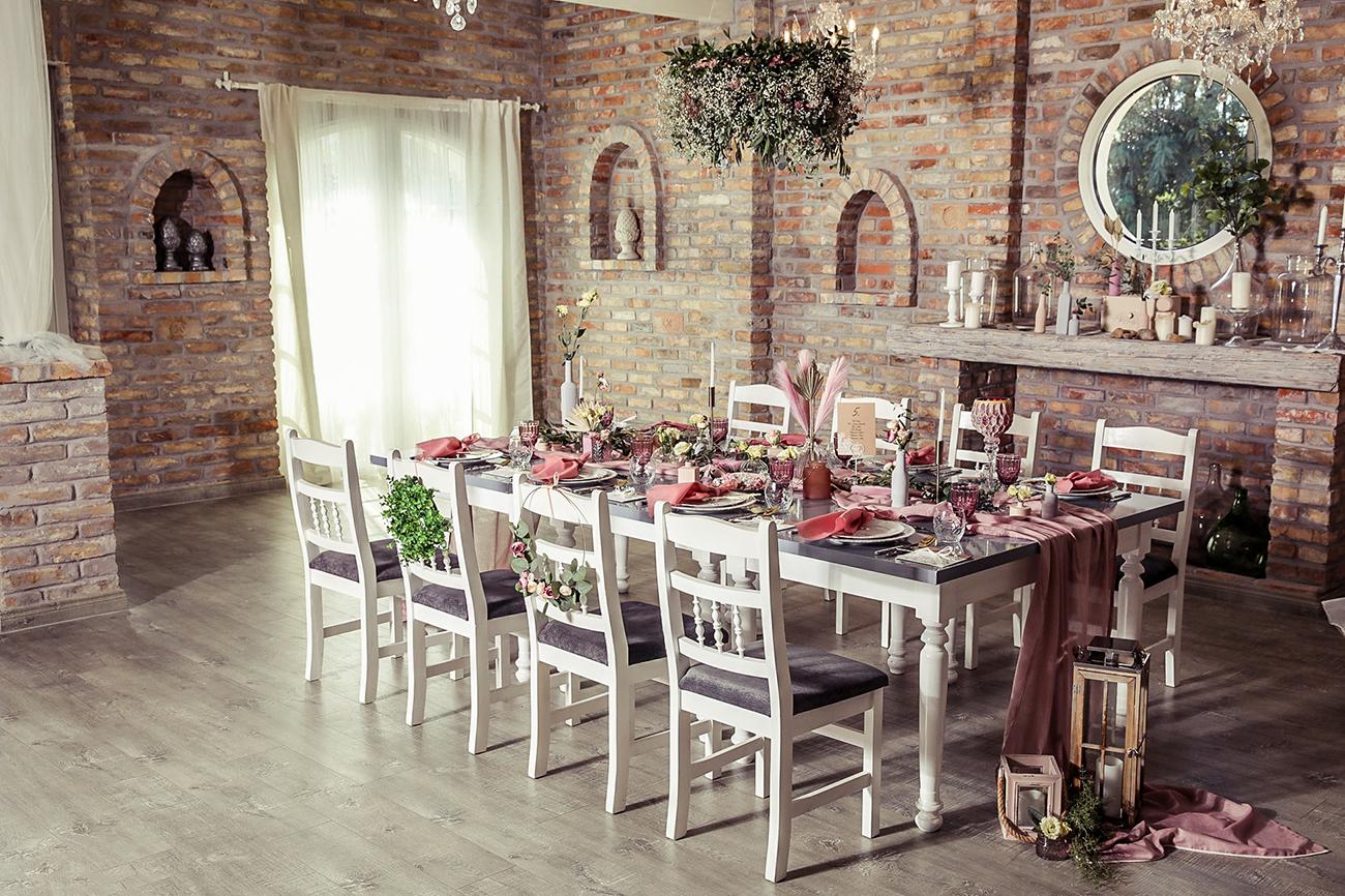, A rusztikustól a modernig – Top 10 esküvői teremdekoráció, ami idén uralja az esküvők világát
