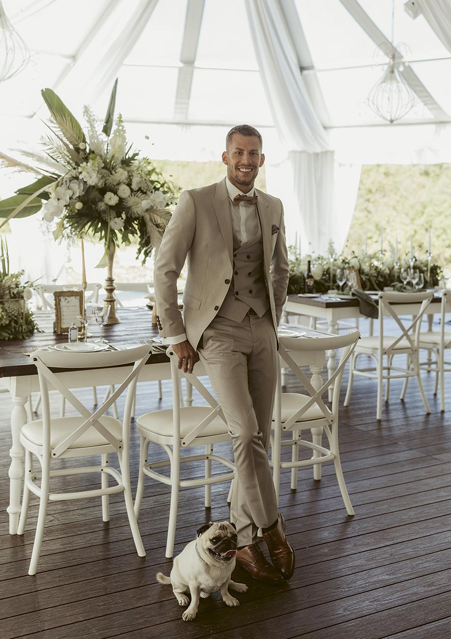 férfi öltöny, A vőlegény tökéletes megjelenése egy jól szabott férfi öltöny szettnél kezdődik – Ezek a legújabb esküvői öltöny trendek