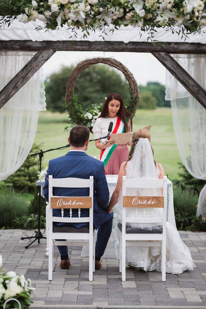 esküvői szertartásvezetés, Esküvői szertartásvezetés szívből – Jaszper Dóra a szerelem és a meghitt pillanatok nagykövete
