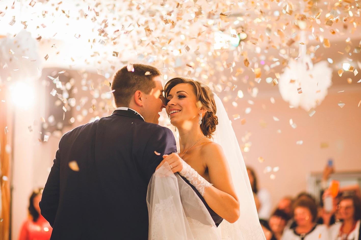 zene esküvőre, Jó zene=jó buli! Így válassz emlékezetes dallamokat az esküvődre!